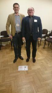 Dwoje uczestników dyskusji o potrzebach szkoleniowych