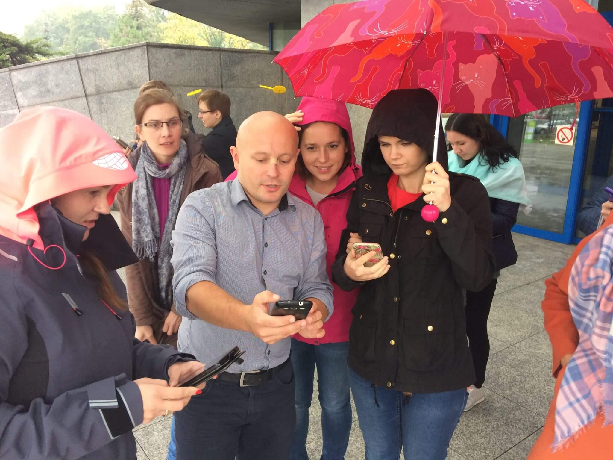 Testowanie gry mobilnej przed Biblioteką Śląską