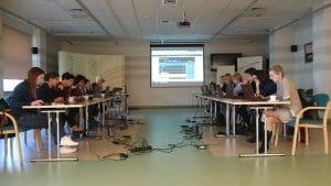Uczestnicy tworzą grę na platformie ActionTrack