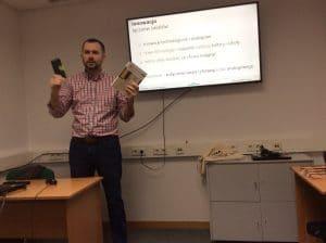 Marcin Skrabka szkoli bibliotekarzy z ActionTrack