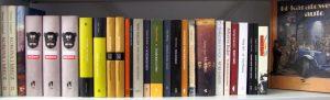 Półka z książkami węgierskich autorów