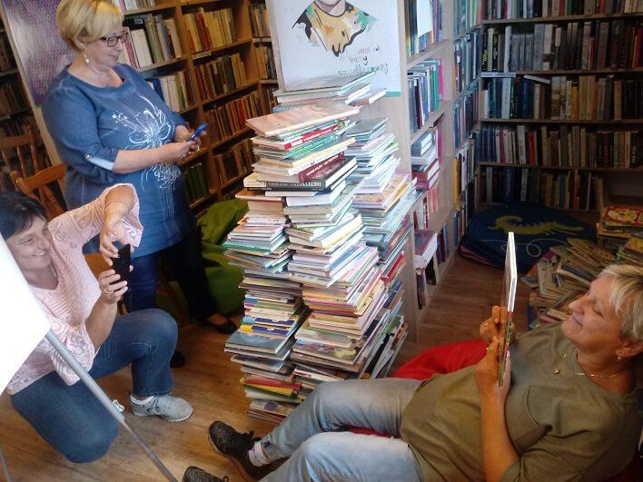 bibliotekarze wyruszają po młodych
