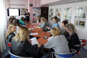 Szkolenie młodzież w bibliotece w Krośnie