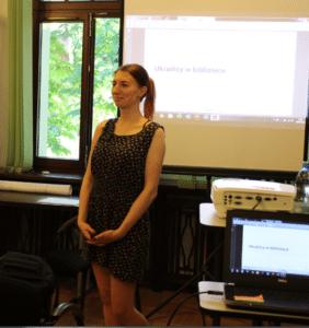 Bożena Korol podczas szkolenia o Ukraińcach w bibliotece