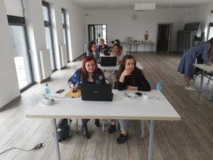Uczestnicy szkolenia z druku 3d w bibliotece