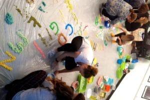 Praca twórcza grupowa podczas szkolenia Książka wszystkimi zmysłami