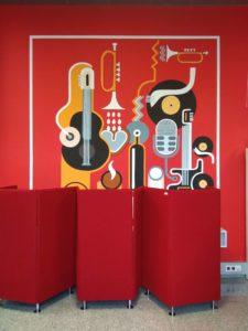 Rysunki na ścianie biblioteki w Chełmie
