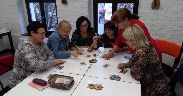 Bibliotekarze grają w gry planszowe