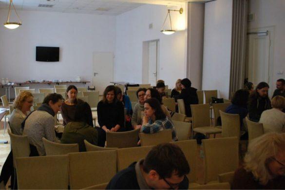 Praca grupowa podczas szkolenia z komiksu