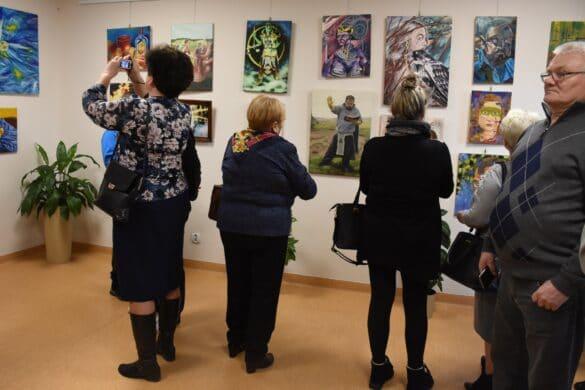 Wystawa obrazów w bibliotece