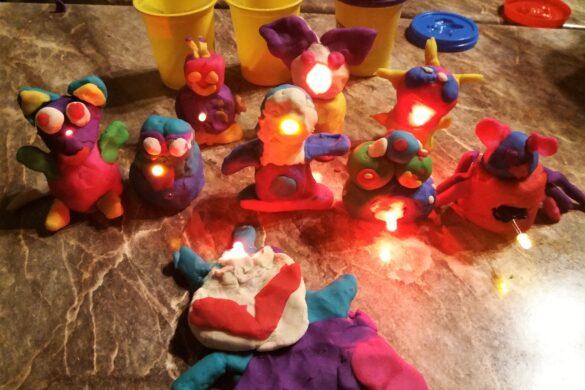 Świecące zabawki w bibliotece w Kętach