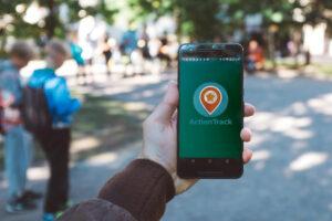 Telefon z uruchomioną platformą ActionTrack