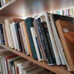 Polskie książki w bibliotece w Dnieprze