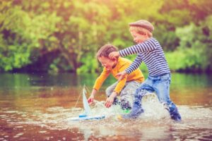 Dzieci ze statkiem